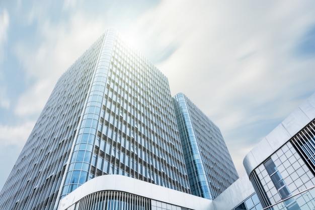 edificio con sol
